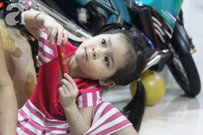 Cuộc sống tất bật, xoay như chong chóng của mẹ trẻ Sài Gòn sinh 1 lần được hẳn 5 con, nếp tẻ đủ cả - Ảnh 12.