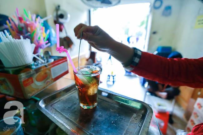 Cuối tuần thảnh thơi ghé phố Nhà Thờ, gọi ly trà chanh đặc biệt 20 năm tuổi ngồi ngắm phố xá, xích lô leng keng - Ảnh 7.