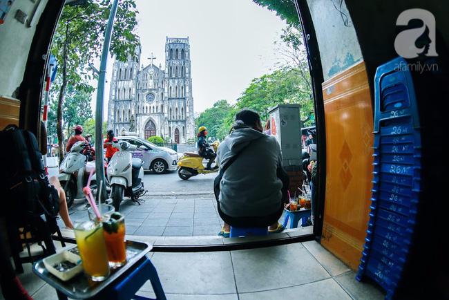 Cuối tuần thảnh thơi ghé phố Nhà Thờ, gọi ly trà chanh đặc biệt 20 năm tuổi ngồi ngắm phố xá, xích lô leng keng - Ảnh 3.