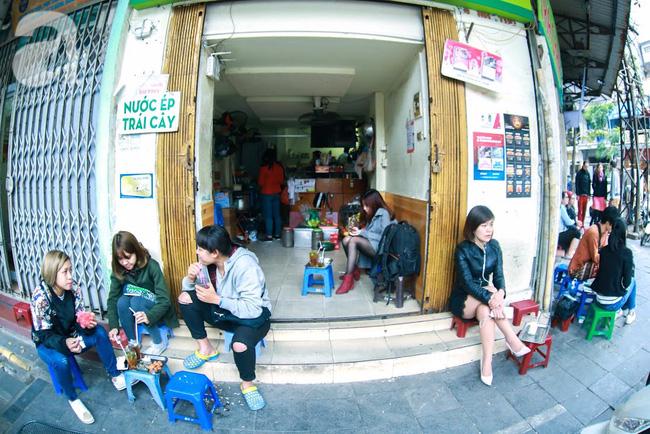 Cuối tuần thảnh thơi ghé phố Nhà Thờ, gọi ly trà chanh đặc biệt 20 năm tuổi ngồi ngắm phố xá, xích lô leng keng - Ảnh 11.