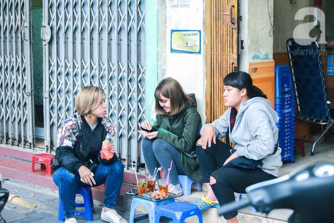 Cuối tuần thảnh thơi ghé phố Nhà Thờ, gọi ly trà chanh đặc biệt 20 năm tuổi ngồi ngắm phố xá, xích lô leng keng - Ảnh 8.