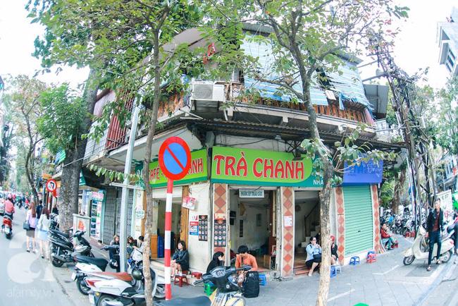 Cuối tuần thảnh thơi ghé phố Nhà Thờ, gọi ly trà chanh đặc biệt 20 năm tuổi ngồi ngắm phố xá, xích lô leng keng - Ảnh 2.