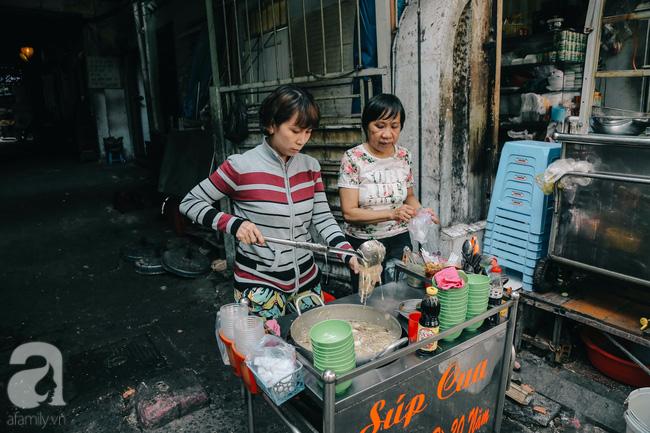 Cuối tuần ghé ăn chén súp cua nhà thờ Đức Bà 20 năm, lặng nghe hơi thở của đất Sài Gòn hoa lệ - Ảnh 7.