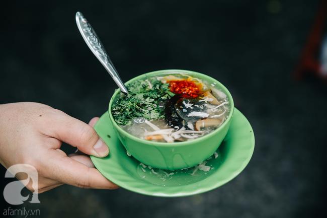 Cuối tuần ghé ăn chén súp cua nhà thờ Đức Bà 20 năm, lặng nghe hơi thở của đất Sài Gòn hoa lệ - Ảnh 4.