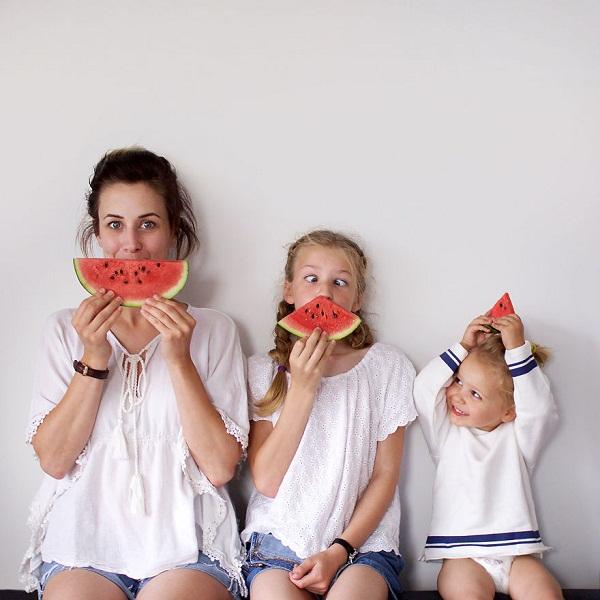 Có hai cô con gái, nhất định phải chụp ảnh bộ ba như thế này! - Ảnh 2.