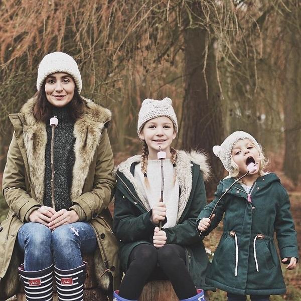 Có hai cô con gái, nhất định phải chụp ảnh bộ ba như thế này! - Ảnh 7.