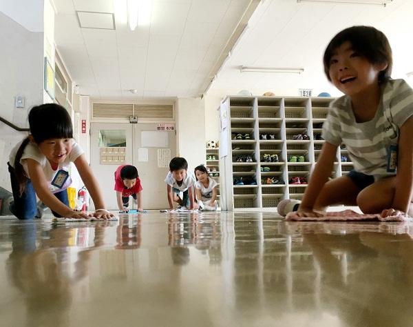 Mẹ Mỹ tiết lộ bí mật đằng sau việc trẻ em Nhật tự bắt xe bus tới trường từ 3 tuổi - Ảnh 3.