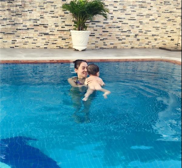 Cho con học bơi từ 2 tháng tuổi như ông chủ Facebook mang lại những lợi ích gì? - Ảnh 3.