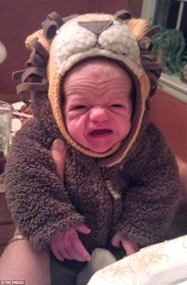 Chết cười ngắm những ông cụ non mang hình hài của một em bé - Ảnh 7.