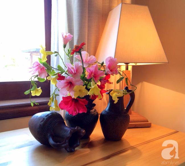 Ghé thăm căn hộ đẹp bình yên, trong trẻo đến lạ thường của người phụ nữ yêu hoa ở TP HCM - Ảnh 6.