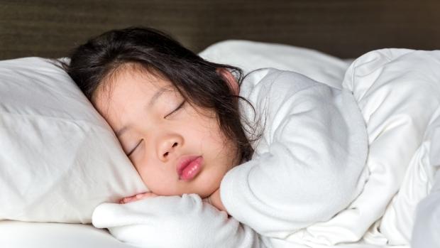 4 hành vi khó khăn nhất mà bất kì trẻ tự kỷ nào cũng phải đối mặt - Ảnh 1.