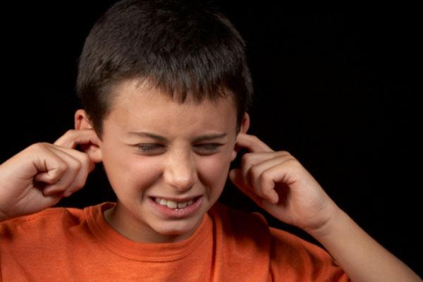 Đừng bỏ qua video này để hiểu rõ hơn về thế giới hỗn loạn trong mắt những đứa trẻ tự kỷ - Ảnh 3.