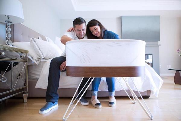Có chiếc giường cũi SNOO, bố mẹ chẳng cần ru con vẫn ngủ ngon lành - Ảnh 3.