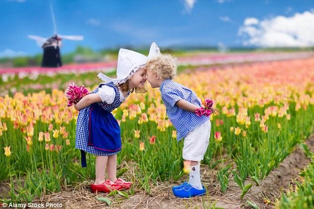 Mẹ Anh và mẹ Mỹ tiết lộ lý do trẻ em Hà Lan luôn hạnh phúc nhất thế giới - Ảnh 4.