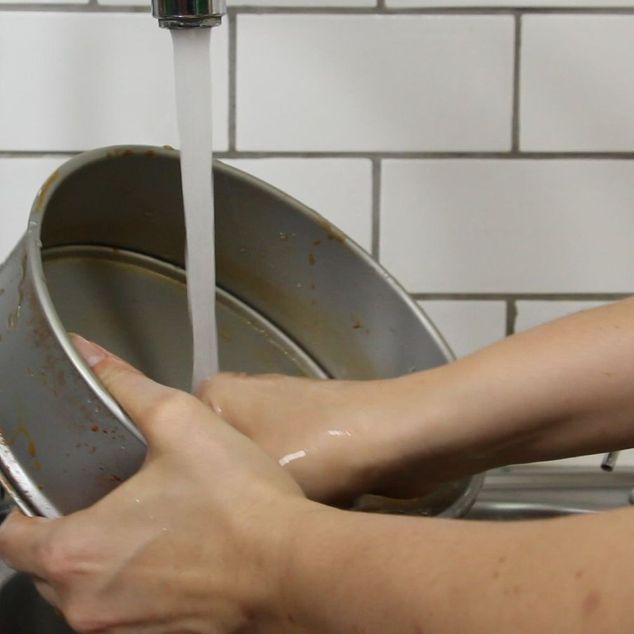 Chỉ với 20 nghìn đồng và 5 phút thực hiện, bạn đã có thể làm sạch đồ dùng bằng kim loại một cách nhanh chóng và dễ dàng - Ảnh 6.