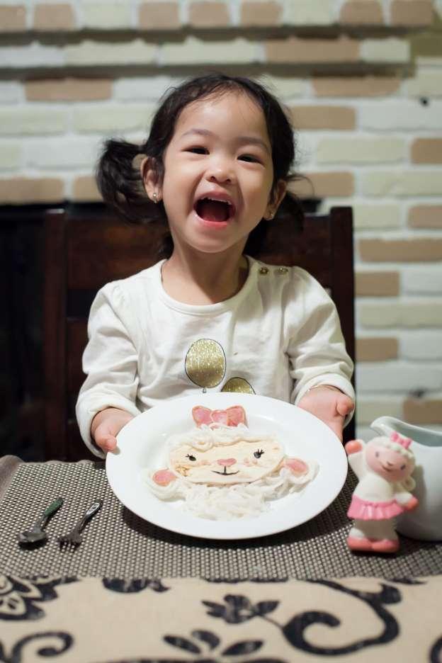 Chẳng cần khéo tay vẫn có thể trang trí món ăn siêu đẹp giúp con hết biếng ăn - Ảnh 1.