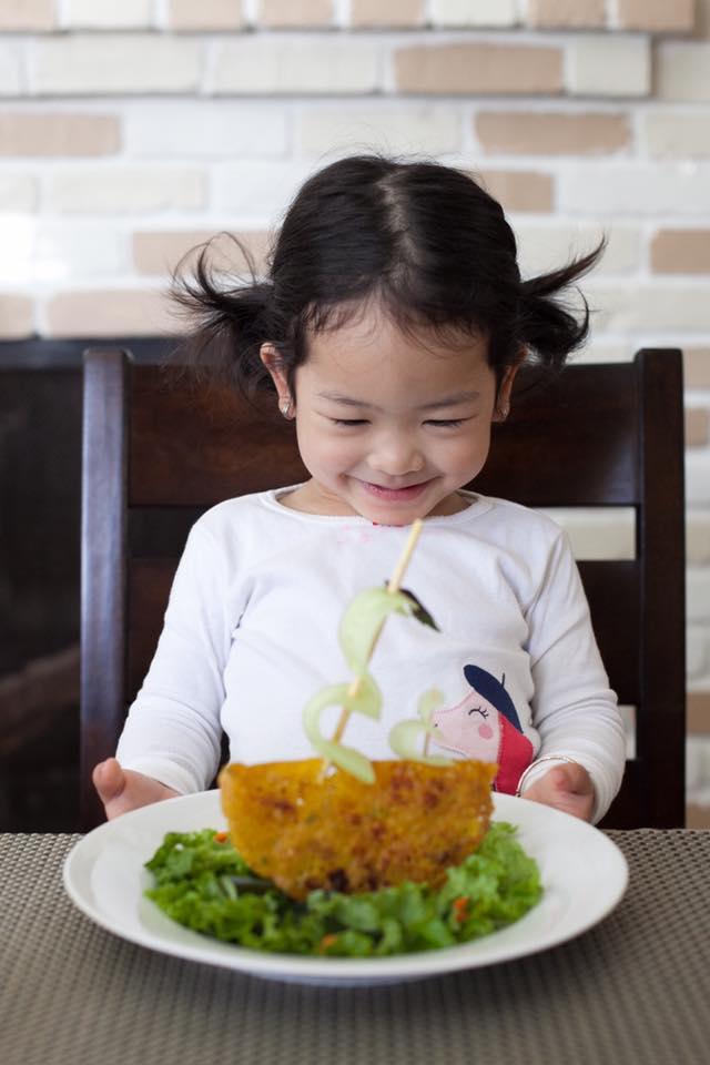 Chẳng cần khéo tay vẫn có thể trang trí món ăn siêu đẹp giúp con hết biếng ăn - Ảnh 2.