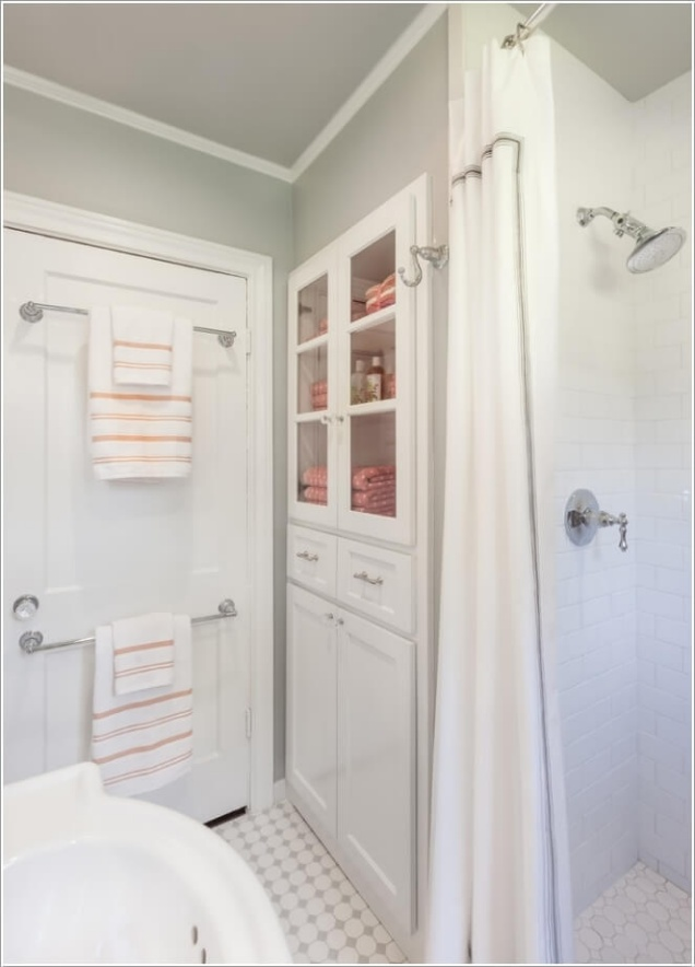 Phòng tắm nhỏ đến mấy cũng vẫn gọn gàng nhờ mẹo lưu trữ thông minh này - Ảnh 3.