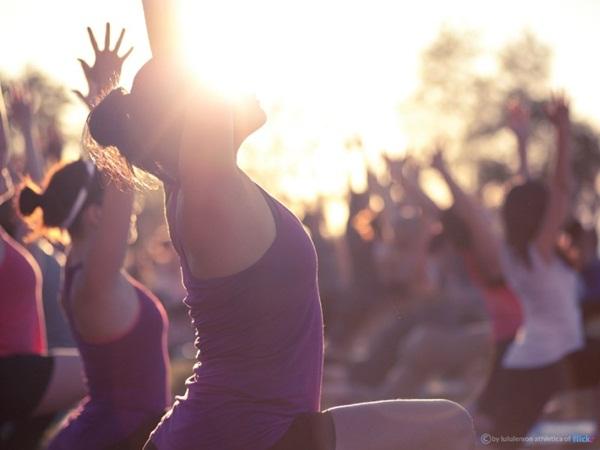 6 lí do thuyết phục bạn nên tập yoga ngoài trời bất cứ khi nào có thể - Ảnh 4.