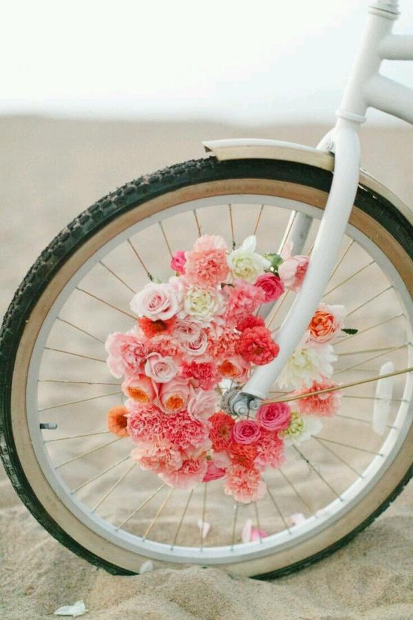 Những ý tưởng trang trí vườn tuyệt hay với xe đạp cũ bạn sẽ rất tiếc nếu biết quá muộn - Ảnh 2.