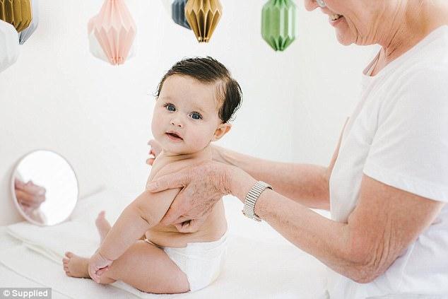 Clip: Xem biểu cảm đáng yêu của bé sơ sinh khi được mát-xa - Ảnh 5.