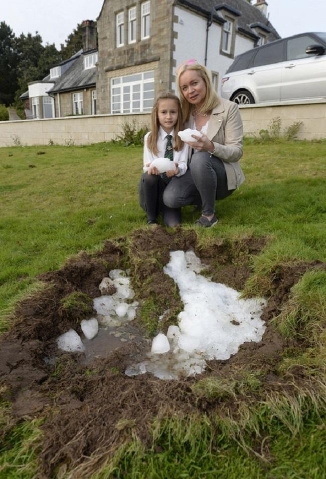 Nghe thấy tiếng nổ lớn ngoài vườn, gia đình chạy ra xem và chứng kiến cảnh tượng kỳ lạ - Ảnh 5.