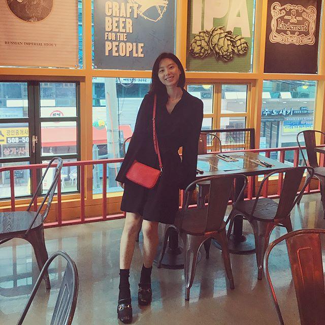 Qua thời kỳ ốm nghén, bà xã Bae Yong Joon thoải mái tung tẩy khắp nơi  - Ảnh 3.
