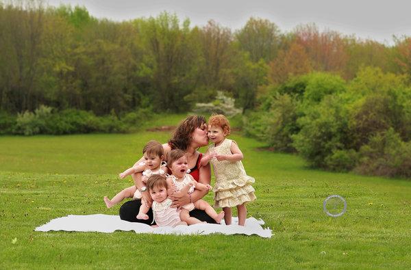 Bộ ảnh ngọt lịm tim của 3 bé sinh ba tự nhiên hiếm gặp trên thế giới - Ảnh 16.