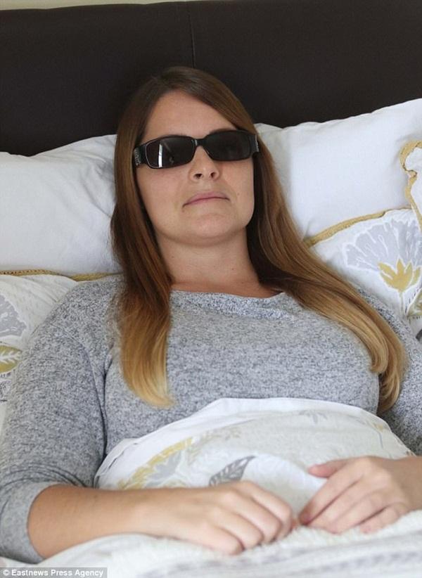 Cô gái đến từ Anh khốn khổ với  bệnh Lyme do bọ ve gây nên - Ảnh 1.