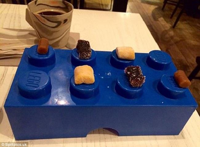"""Những đĩa đựng thức ăn """"sai quá sai"""" của các nhà hàng khiến thực khách chỉ biết câm nín - Ảnh 1."""