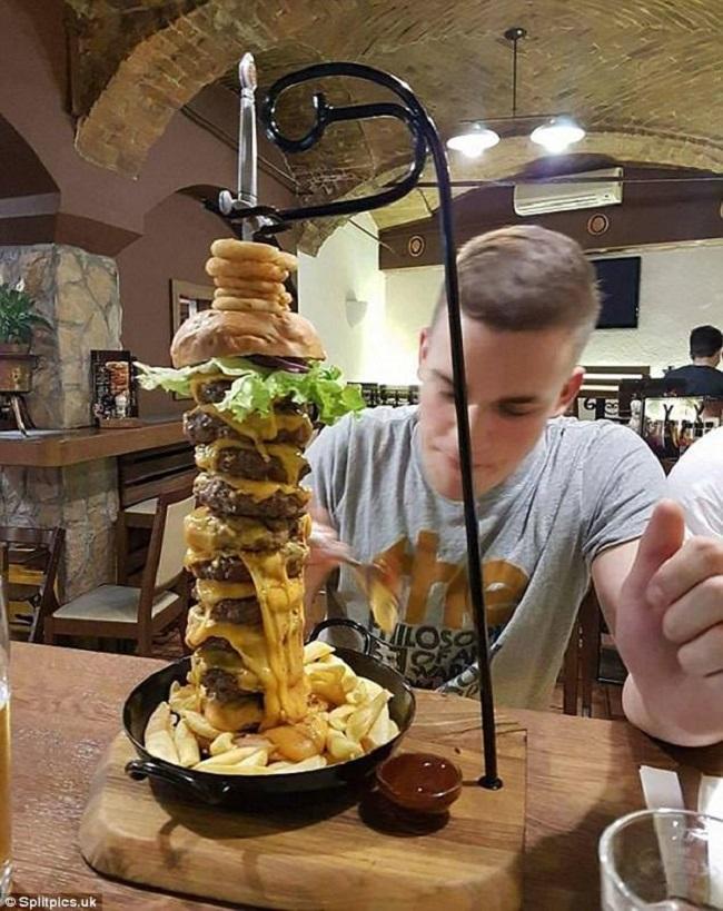 """Những đĩa đựng thức ăn """"sai quá sai"""" của các nhà hàng khiến thực khách chỉ biết câm nín - Ảnh 11."""