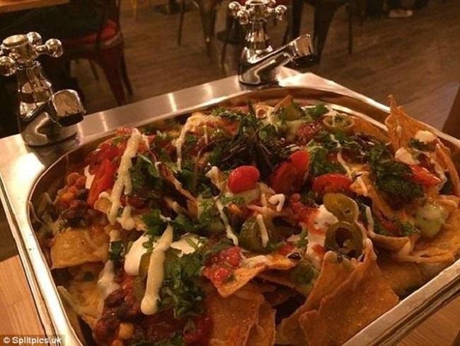 """Những đĩa đựng thức ăn """"sai quá sai"""" của các nhà hàng khiến thực khách chỉ biết câm nín - Ảnh 20."""