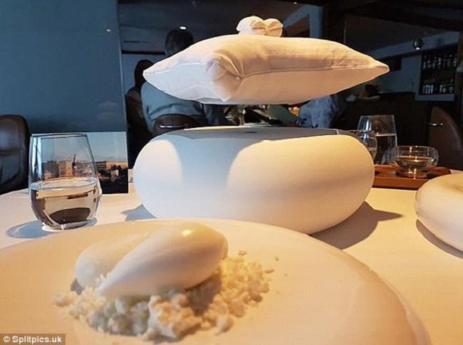 """Những đĩa đựng thức ăn """"sai quá sai"""" của các nhà hàng khiến thực khách chỉ biết câm nín - Ảnh 21."""