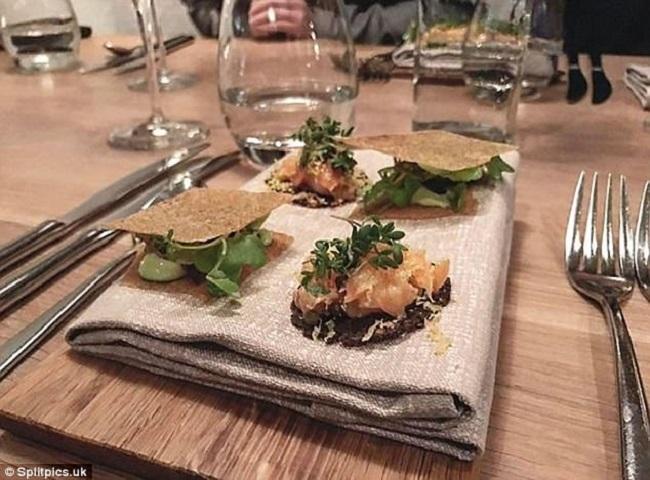 """Những đĩa đựng thức ăn """"sai quá sai"""" của các nhà hàng khiến thực khách chỉ biết câm nín - Ảnh 22."""