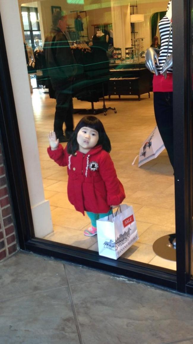 Chùm ảnh chứng minh: Đưa con đi siêu thị là công việc chỉ dành cho những cha mẹ… dũng cảm - Ảnh 5.