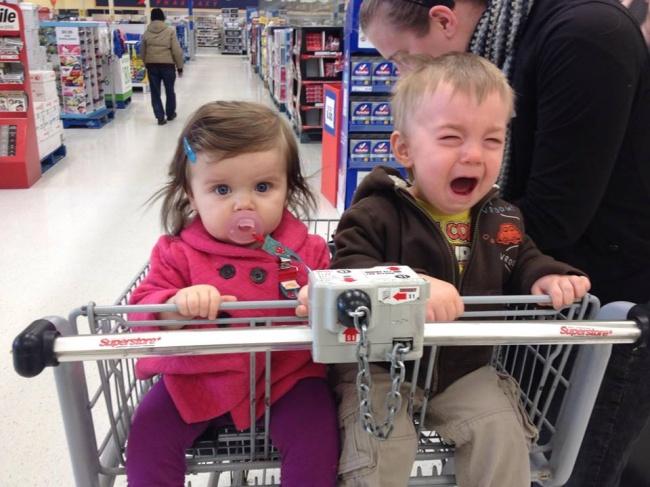 Chùm ảnh chứng minh: Đưa con đi siêu thị là công việc chỉ dành cho những cha mẹ… dũng cảm - Ảnh 20.
