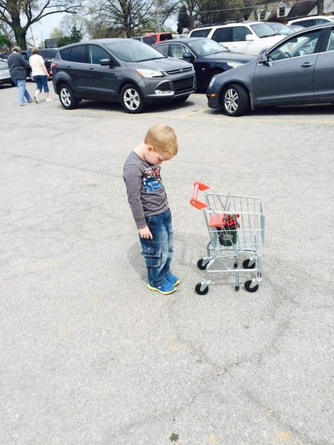 Chùm ảnh chứng minh: Đưa con đi siêu thị là công việc chỉ dành cho những cha mẹ… dũng cảm - Ảnh 22.