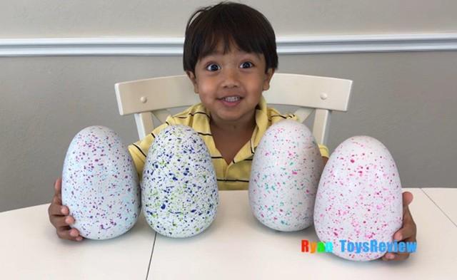Cậu bé 6 tuổi lém lỉnh kiếm tiền tỉ mỗi năm bằng 1 việc mà đứa trẻ nào cũng thích - Ảnh 1.