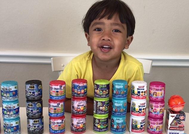 Cậu bé 6 tuổi lém lỉnh kiếm tiền tỉ mỗi năm bằng 1 việc mà đứa trẻ nào cũng thích - Ảnh 2.