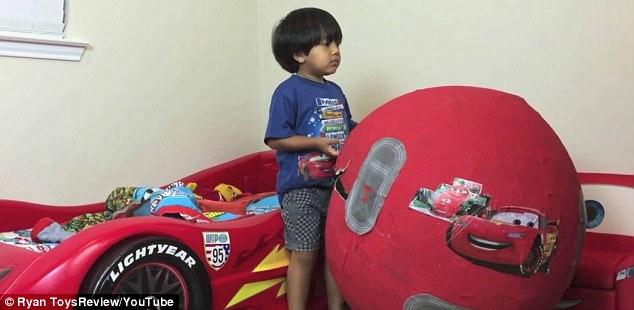 Cậu bé 6 tuổi lém lỉnh kiếm tiền tỉ mỗi năm bằng 1 việc mà đứa trẻ nào cũng thích - Ảnh 4.