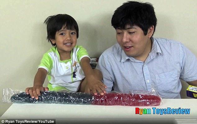 Cậu bé 6 tuổi lém lỉnh kiếm tiền tỉ mỗi năm bằng 1 việc mà đứa trẻ nào cũng thích - Ảnh 8.