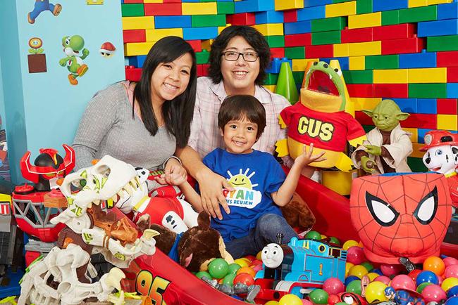 Cậu bé 6 tuổi lém lỉnh kiếm tiền tỉ mỗi năm bằng 1 việc mà đứa trẻ nào cũng thích - Ảnh 9.