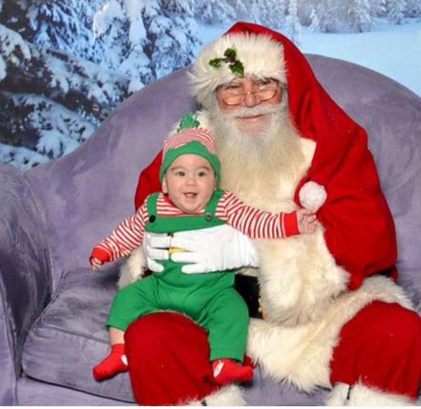 """Những khoảnh khắc """"cười ra nước mắt""""  vì không phải bé nào cũng thích Noel như cha mẹ vẫn nghĩ - Ảnh 5."""