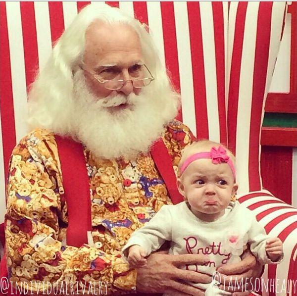 """Những khoảnh khắc """"cười ra nước mắt""""  vì không phải bé nào cũng thích Noel như cha mẹ vẫn nghĩ - Ảnh 8."""