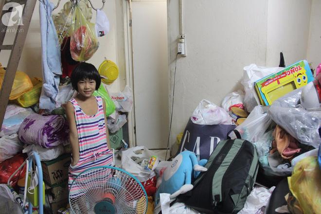 Bé gái 7 tuổi bị bố bỏ rơi, ở nhà trông em 2 tháng tuổi cho mẹ đi giúp việc: Mẹ bảo thứ hai sẽ cho con đi học - Ảnh 11.