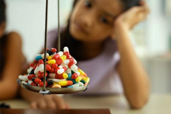 Bác sĩ Collin: Nhiều cha mẹ yêu cầu được dùng kháng sinh khi con ốm - Ảnh 1.