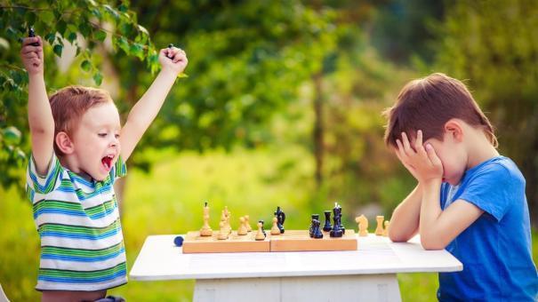 Không phải khen ngợi, bố mẹ Tây đã luôn dạy con điều này để trẻ thành tài - Ảnh 2.