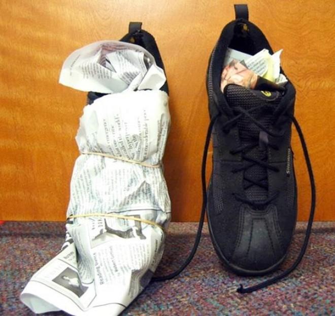 """Khỏi lo mang giày ướt đi làm, đọc ngay tuyệt chiêu làm khô giày """"thần tốc"""" trong mùa mưa - Ảnh 1."""