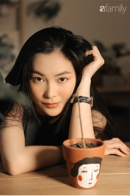 Helly Tống 22 tuổi: Từ hot girl thành giám đốc khởi nghiệp rồi trở về ăn chay trường, sống với cỏ cây và thiền định - Ảnh 3.