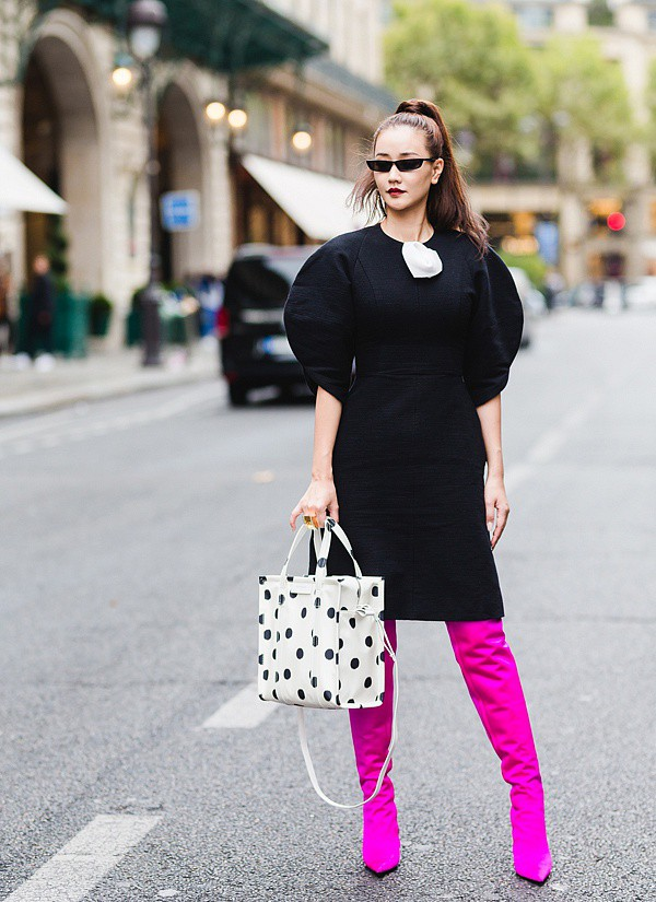 Lấn át hết mọi loại khác, boots cao đến đầu gối trở thành món đồ được diện nhiều nhất trong mùa đông năm nay - Ảnh 19.